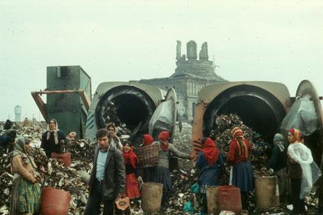 Ion Dumitriu - Gallery - Slides - Garbage Pit 03