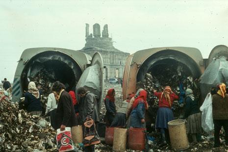 Ion Dumitriu - Gallery - Slides - Garbage Pit 04